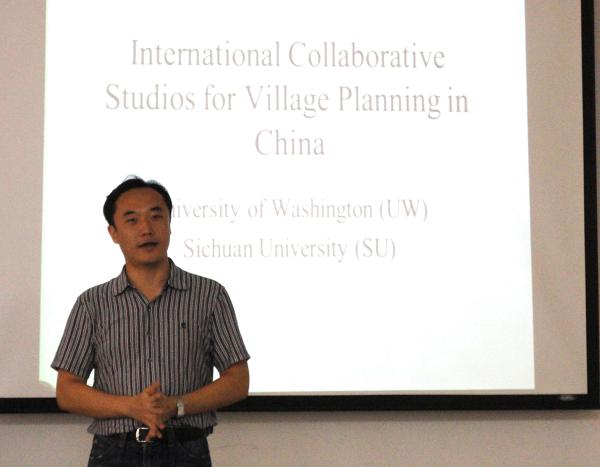 讲座中,Daniel B. Abramson介绍了三个中国传统聚落,其中以福建土楼为主,从区域、村落、建筑三个层次说明中国乡村规划国际合作工作室在中国乡村规划中的研究。Ruoxi Zhang介绍了可持续发展的应用模式及相关案例。意大利IUVA大学的博士生Anna Laura介绍了其在中国乡村规划国际合作工作室的经历。随后,教授与同学们以圆桌座谈会的形式探讨了中国当前背景下新农村建设的相关问题,中外各国师生各抒己见,对可持续发展以及乡村规划展开了热烈的探讨。
